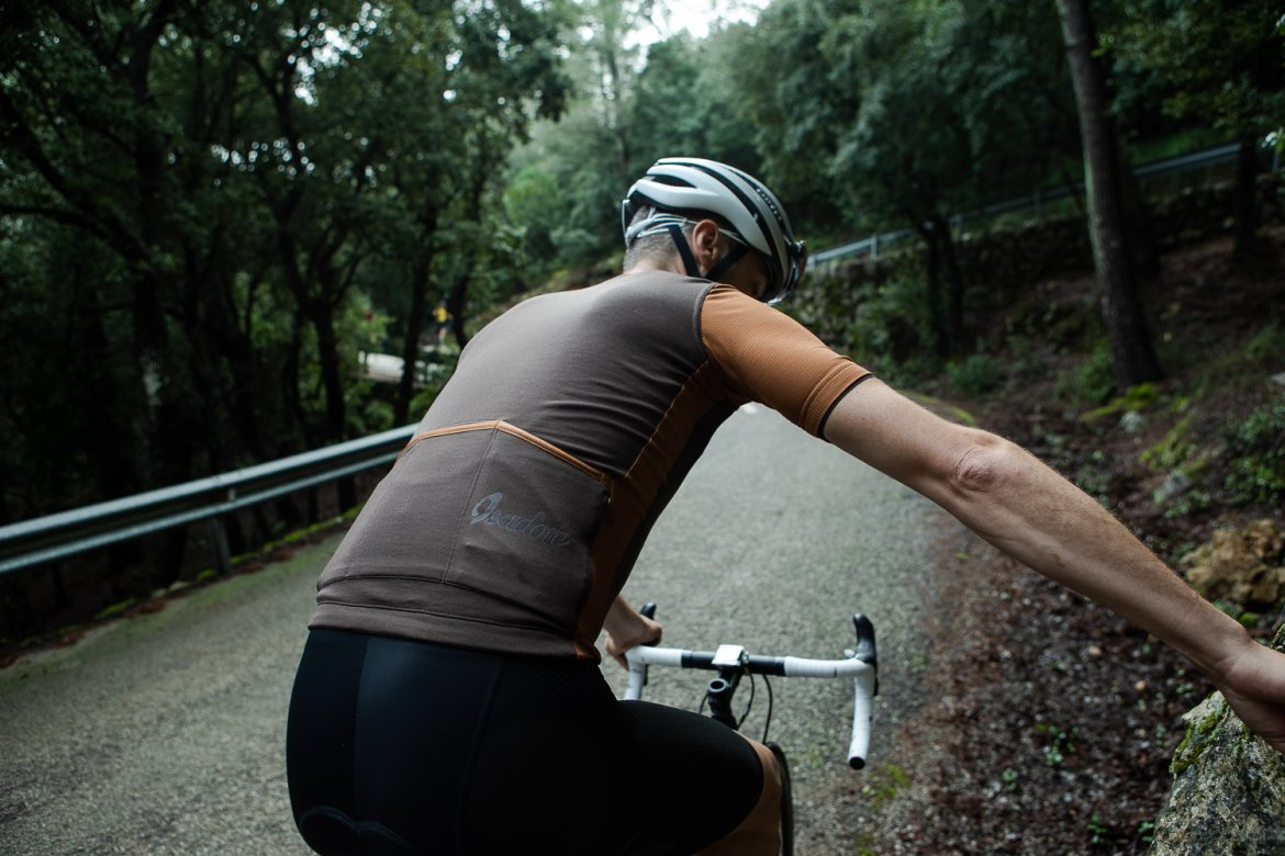 Signature Cycling Jersey Seal Brown/Argan Oil